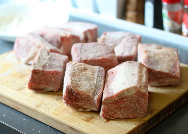Short Ribs Coated with Flour